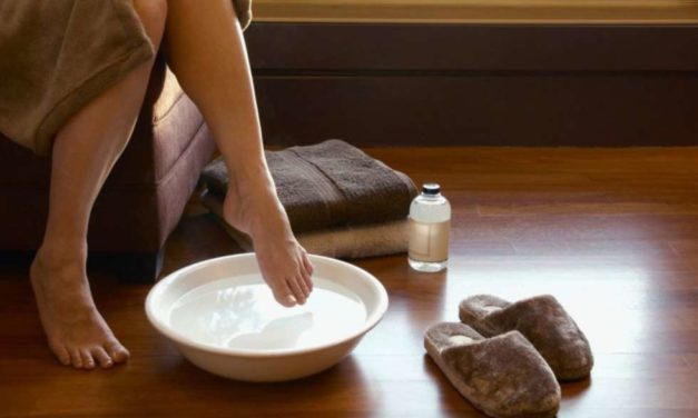 Does vinegar foot soak cure nail fungus?